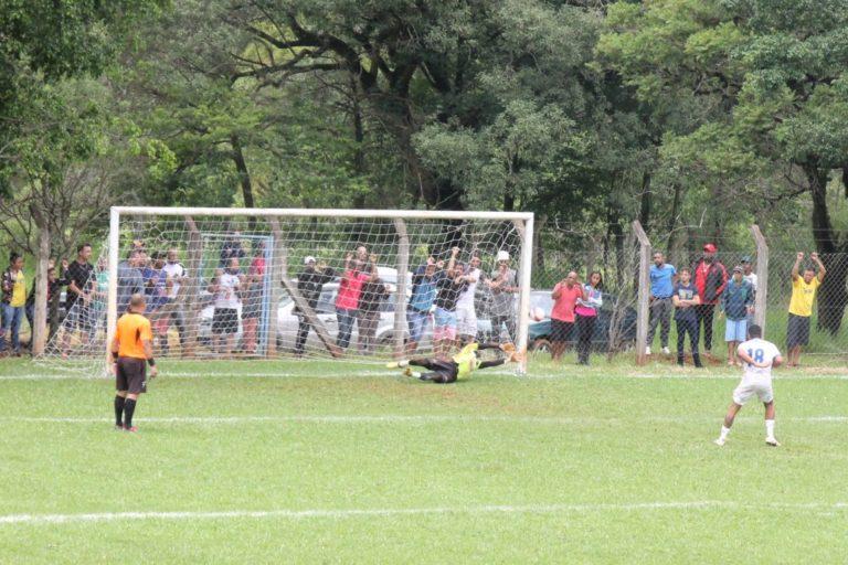 d936c786a8 Com defesa do goleiro Túlio nos penaltis Tigrão elimina Dinamo e é  finalista do Amadorão da Liga de Araxaartas